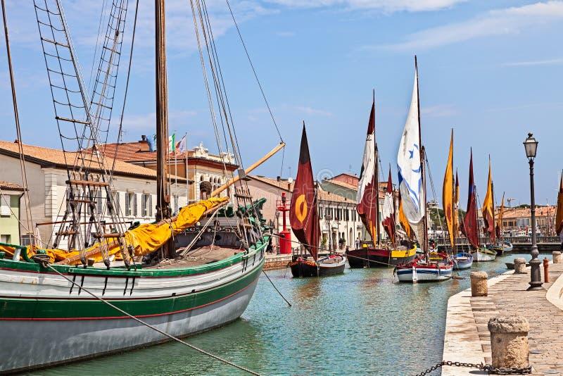 Cesenatico, Αιμιλία-Ρωμανία, Ιταλία: ιστορικές πλέοντας βάρκες στοκ εικόνα