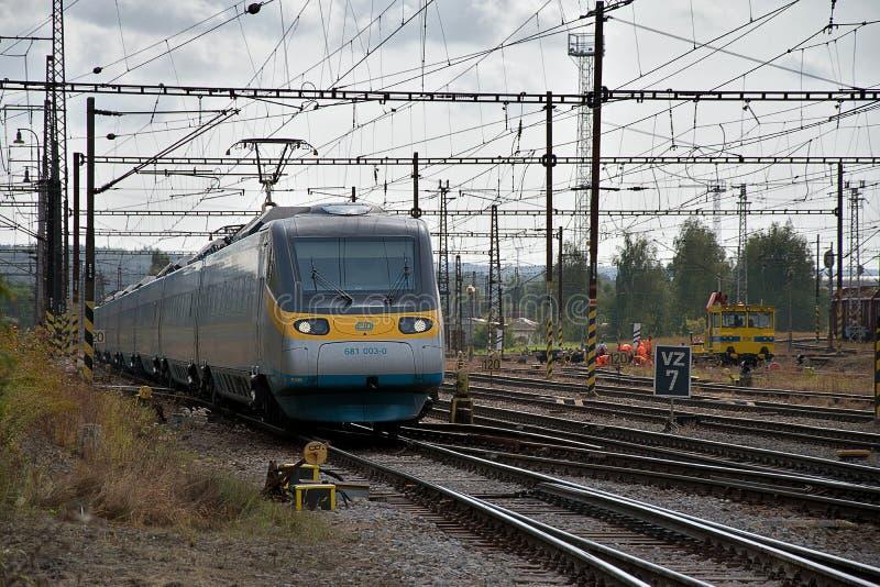 Ceska Trebova, Rep?blica Checa, 8 9 2017: Tren de pasajeros Empalme ferroviario y ferrocarril Ceska Trebova, ferrocarriles checos imagen de archivo libre de regalías