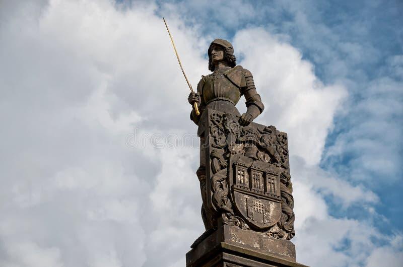 cesky捷克krumlov中世纪老共和国城镇视图 布拉格 在查理大桥附近的卫兵 2016年6月15日 库存图片