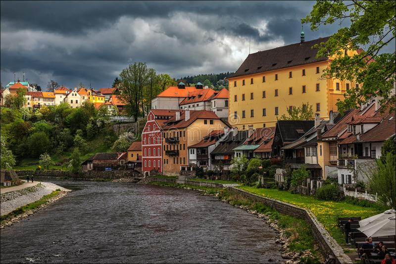cesky krumlov Beskåda av staden royaltyfri foto