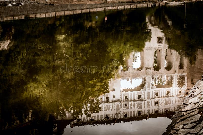 CESKY KRUMLOV, RÉPUBLIQUE DE BOHEMIA/CZECH - 17 SEPTEMBRE : Reflectio image libre de droits