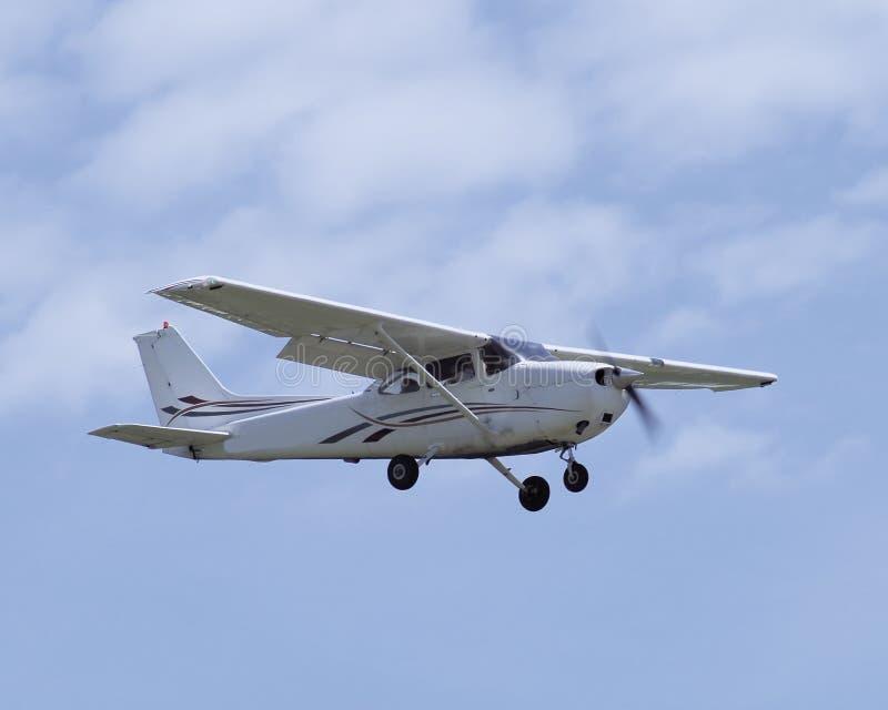 Cessena Skyhawk SP op benadering stock afbeelding