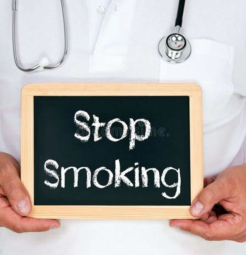 Cessez de fumer - docteur avec le tableau photo libre de droits