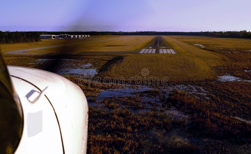 Cessna-marchent l'atterrissage. photo libre de droits