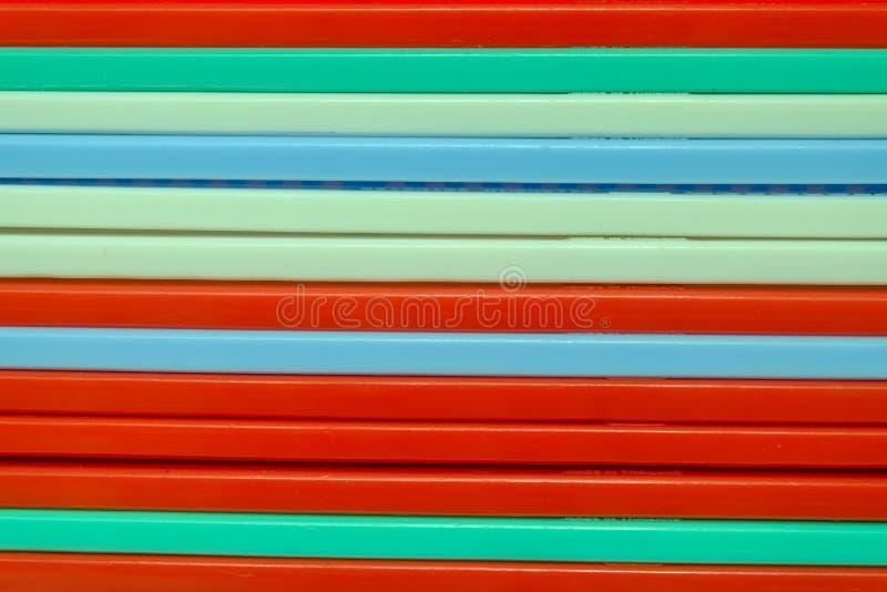 Cesta colorida del plástico de la raya imagen de archivo