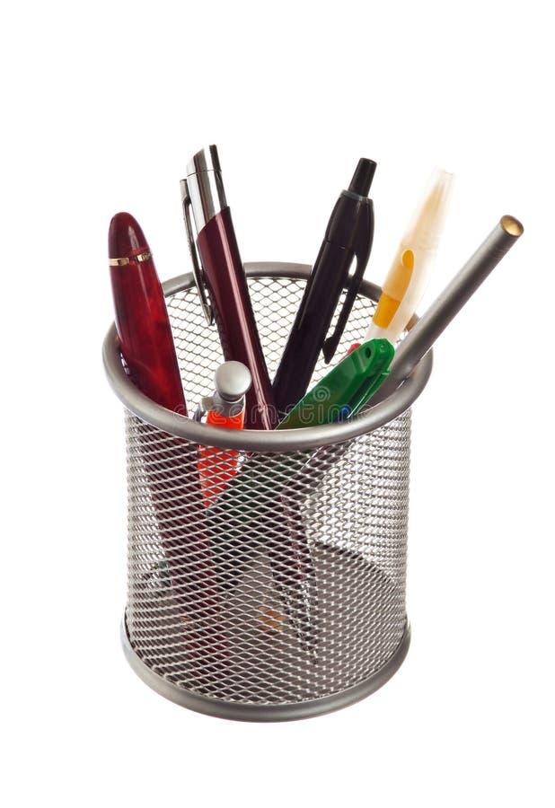 Cesta com lápis e penas fotos de stock royalty free