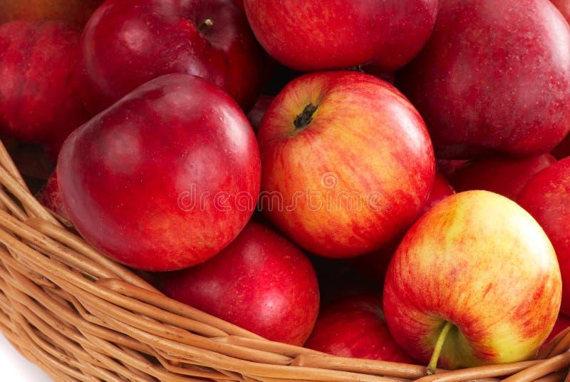 Cesta con la manzana - 2 fotografía de archivo