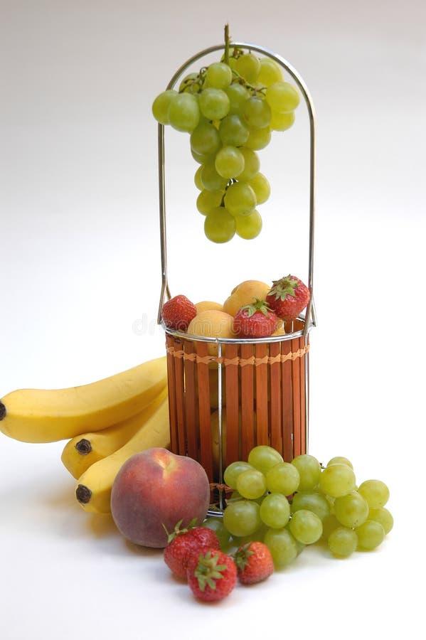 Cesta con las frutas III foto de archivo libre de regalías