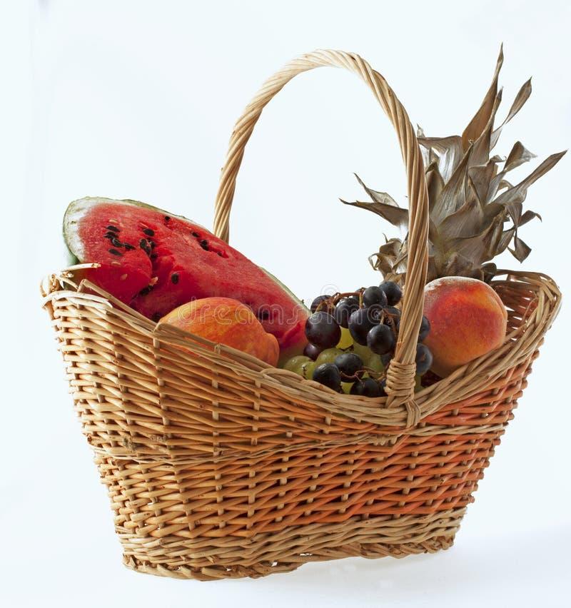 Cesta das frutas fotografia de stock