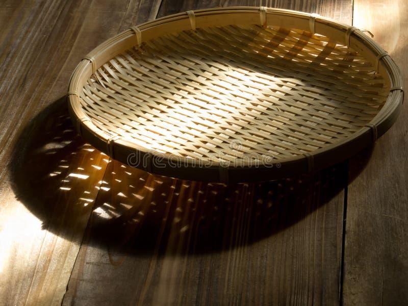 Cesta de bambu asiática do alimento imagem de stock