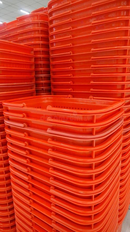 Cesta de compra vermelha foto de stock royalty free