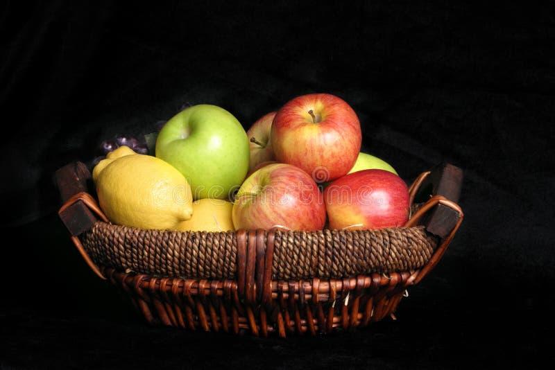 Cesta De Fruta Fotos de Stock