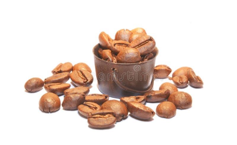 Cesta de granos de café asados imagen de archivo
