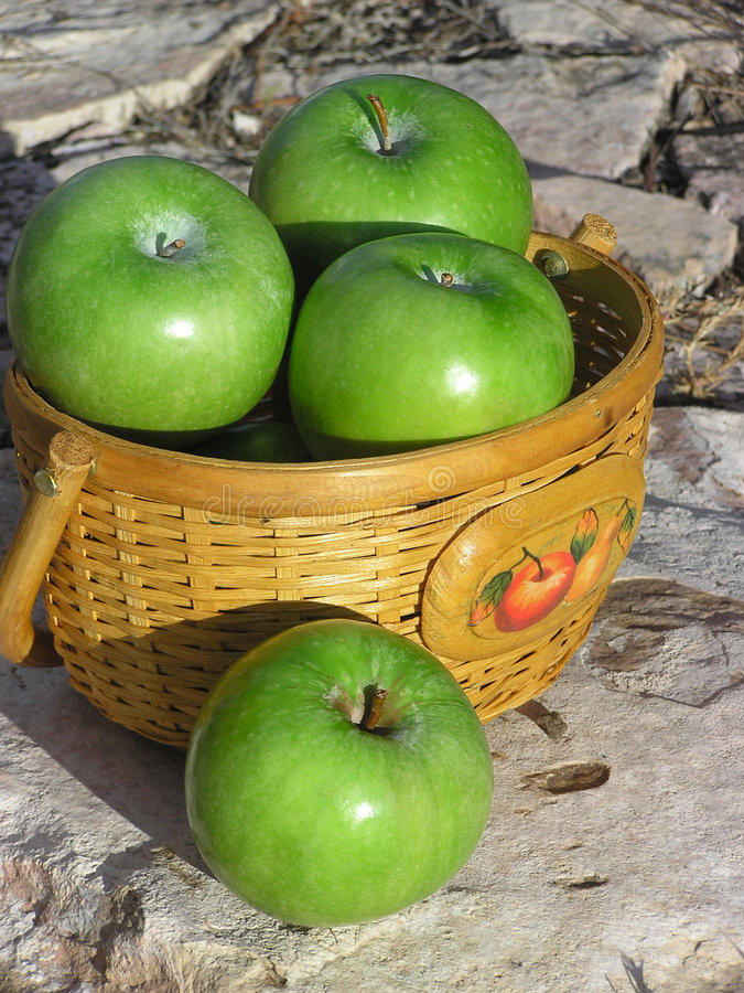 Cesta de las manzanas 02 imágenes de archivo libres de regalías