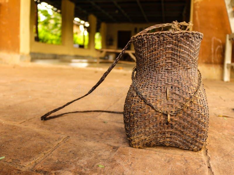 Cesta de mimbre de granjero foto de archivo libre de regalías