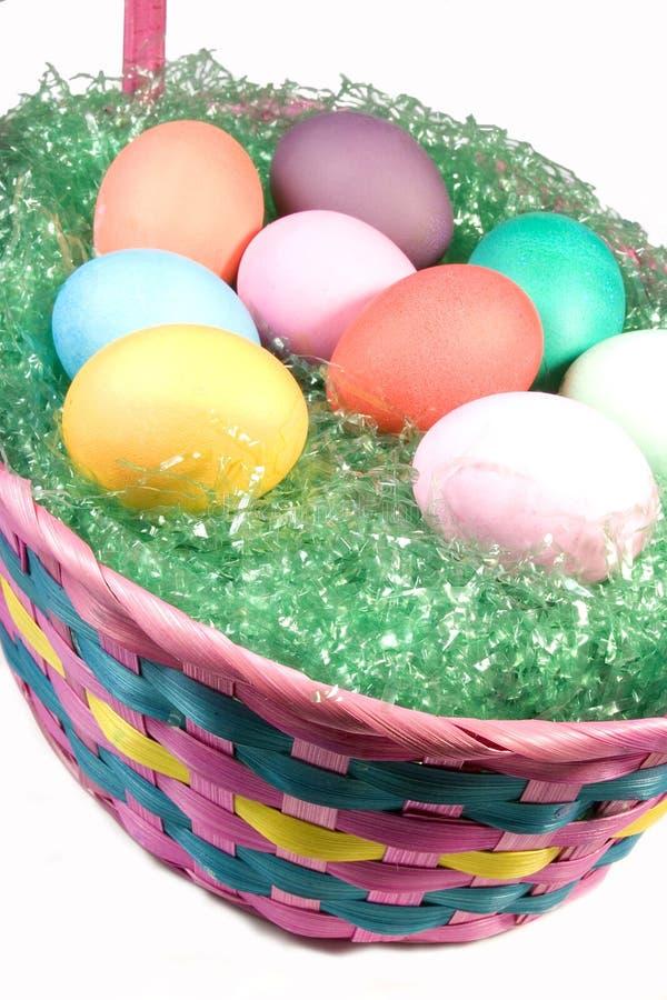 Cesta de ovos de Easter fotos de stock royalty free