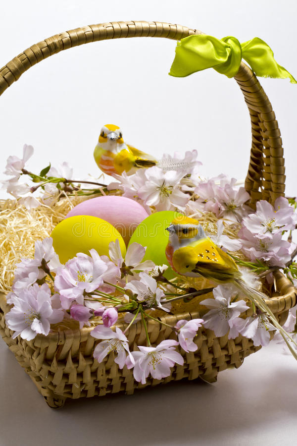Cesta de Pascua. fotografía de archivo