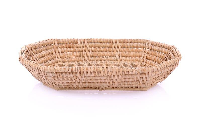 Cesta de vime do weave do vintage isolada no fundo branco foto de stock