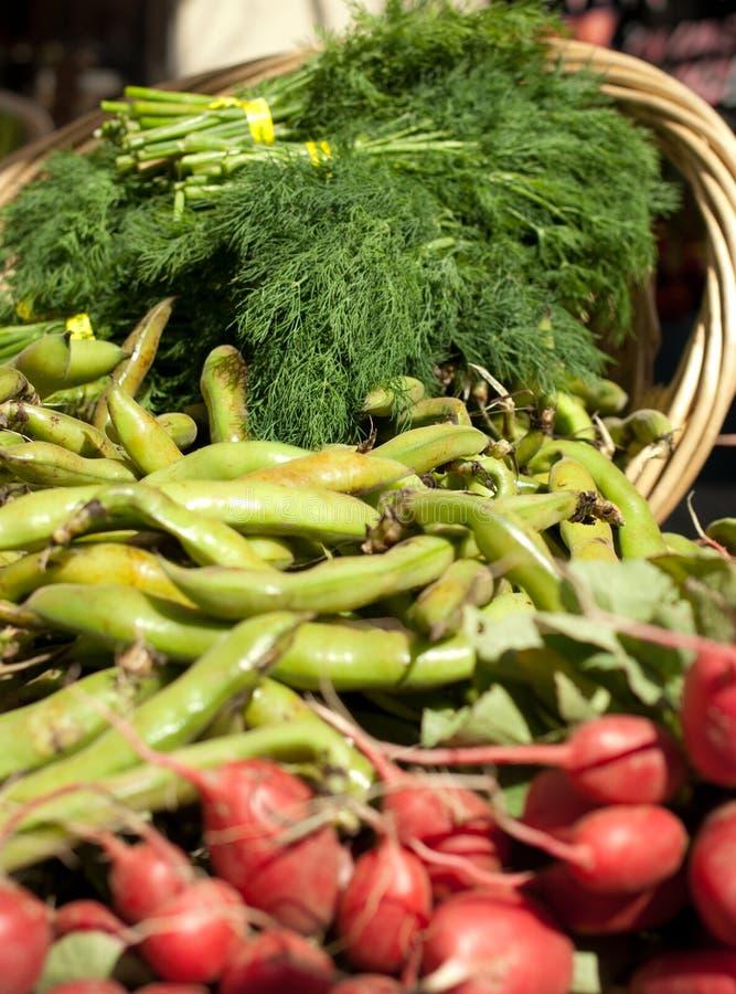 Cesta del alimento biológico imagen de archivo libre de regalías