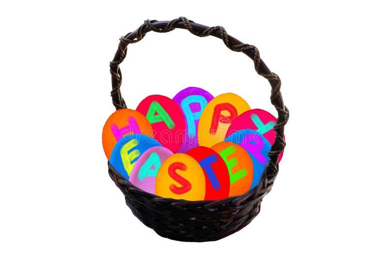 Cesta del huevo de Pascua en fondo aislado imagenes de archivo