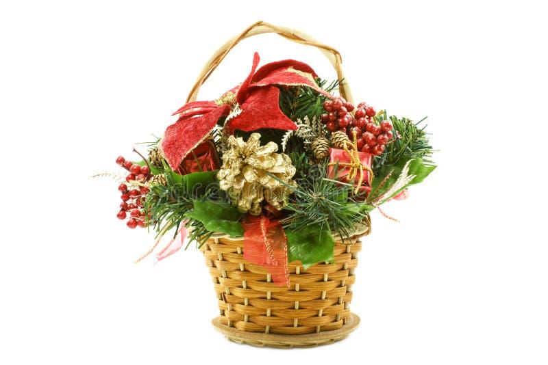 Cesta del regalo de la Navidad con los elementos del deco imagen de archivo libre de regalías