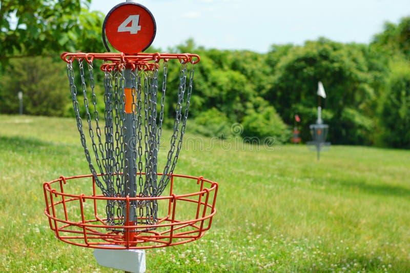 Cesta do golfe do disco foto de stock royalty free