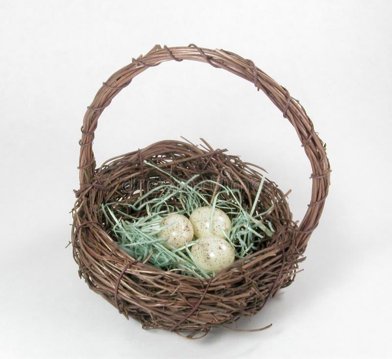 Download Cesta do ninho do pássaro imagem de stock. Imagem de seasonal - 69383