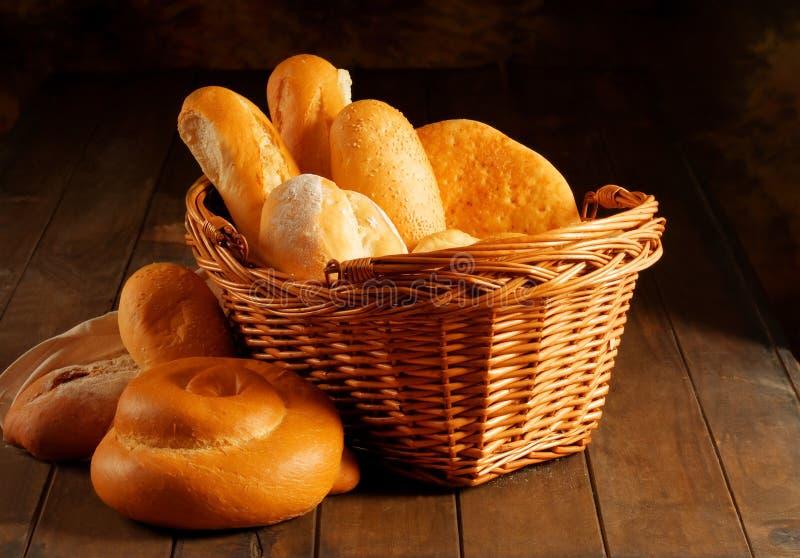 Cesta do pão fotografia de stock royalty free