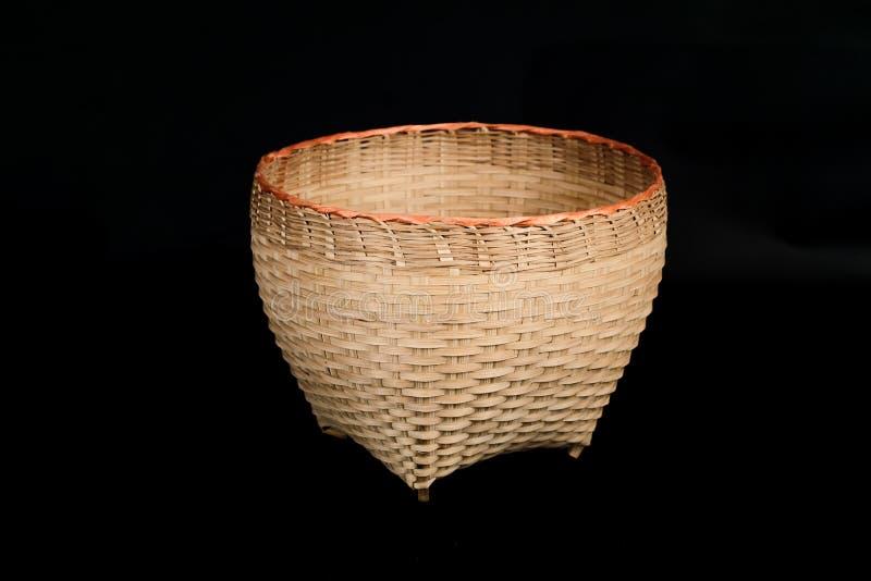 Cesta feito ? m?o da madeira de bambu fotos de stock