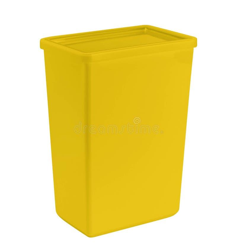 Cesta plástica amarilla aislada en blanco fotos de archivo