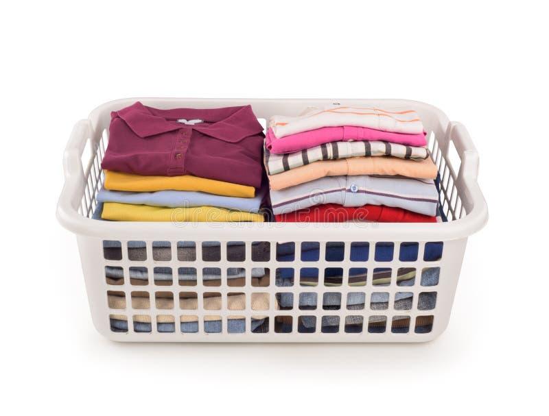 cesta plástica con ropa del color foto de archivo libre de regalías