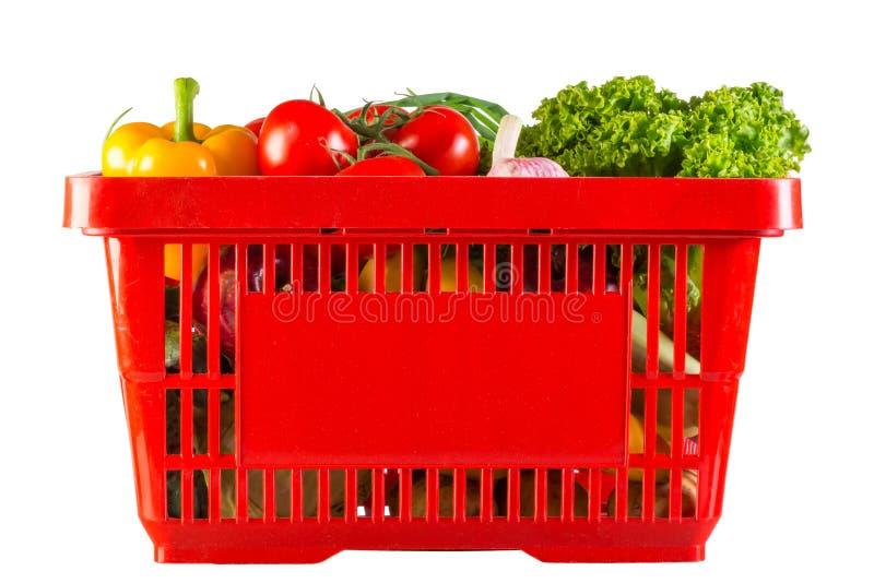 Cesta plástica roja por completo de vitaminas imagen de archivo