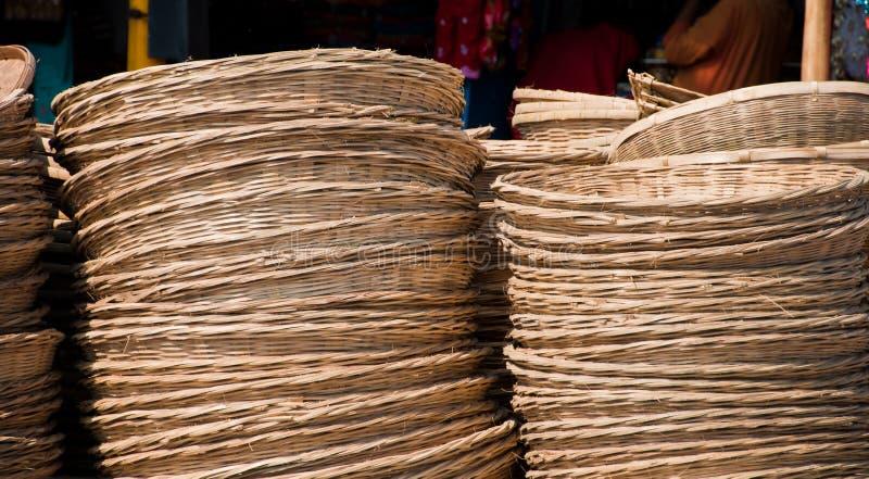Cesta Webbed feita do bambu imagem de stock