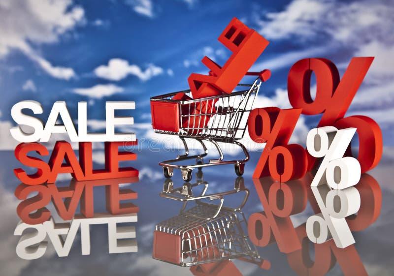 Cesta y ventas de compras foto de archivo libre de regalías