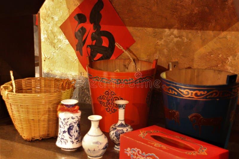 Cestas clássicas chinesas e balde dos utensílios fotografia de stock royalty free