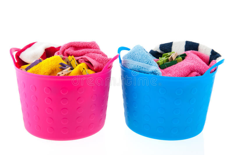 Cestas de lavadero en rosa y azul imagen de archivo libre de regalías