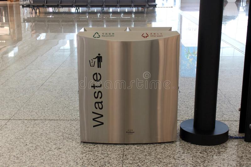 Cestas de lixo para tipos diferentes do lixo em Wuhan fotografia de stock royalty free