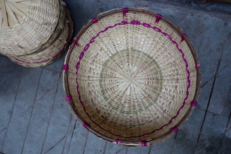 Cestas feitos à mão no mercado de Almora fotografia de stock royalty free