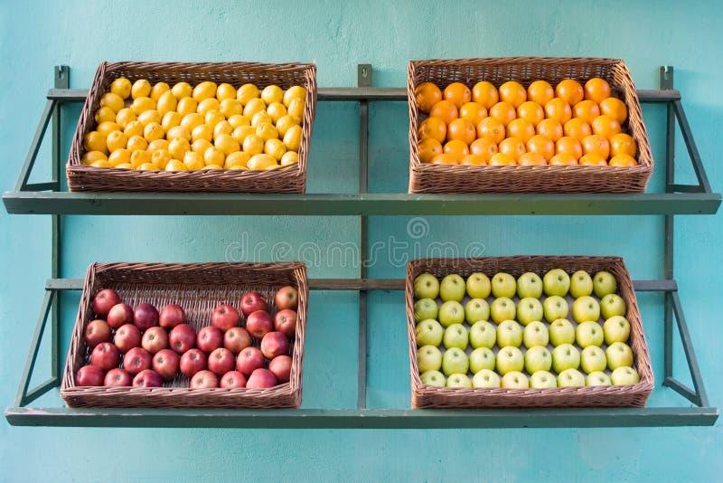 Cestini di frutta fotografia stock