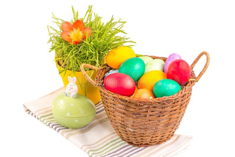 Cestino con le uova di Pasqua immagini stock libere da diritti