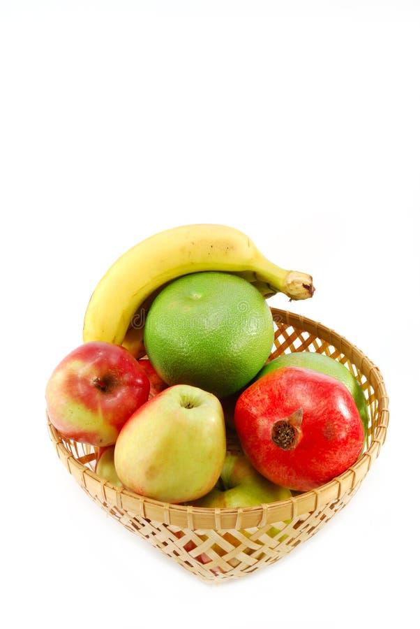 Download Cestino di frutta immagine stock. Immagine di background - 7311533