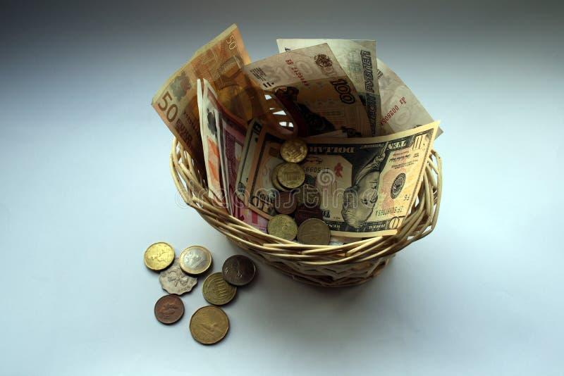 Download Cestino monetario immagine editoriale. Immagine di pagamento - 7320785