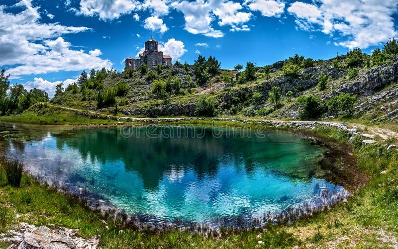 Cetina waterbron in Kroatië stock foto's