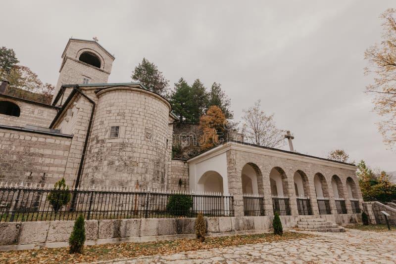 CETINJE, MONTENEGRO - Oktober 1, 2018: Assento do monastério de Cetinje do Metropolitanate em Cetinje, Montenegro - Imagem imagens de stock royalty free