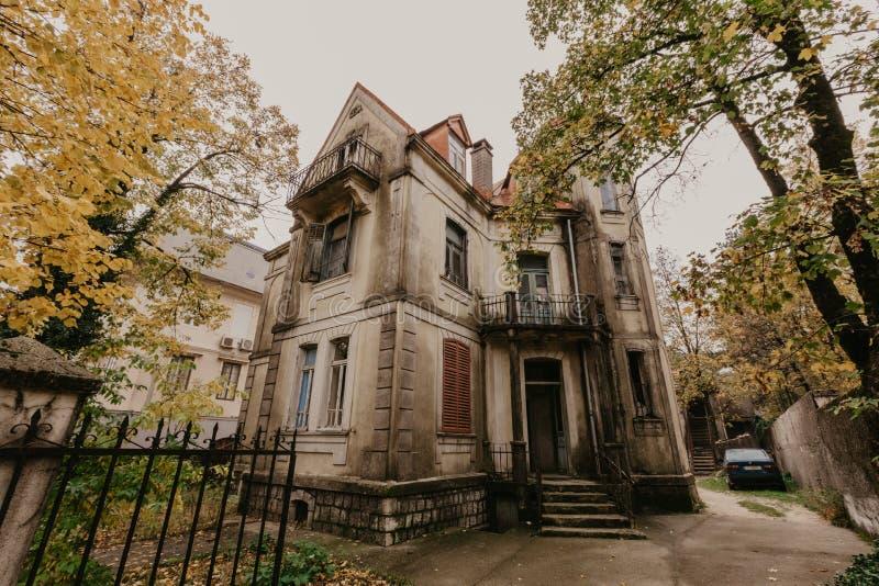 Cetinje, Montenegro- Oktober 01, 2018: Old historical houses in the city of Cetinje, Montenegro - Image stock photos