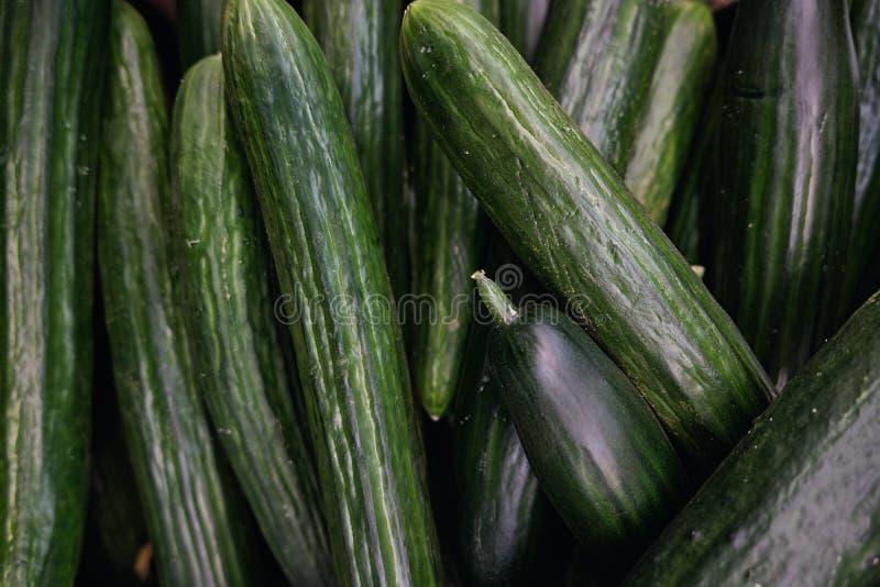Cetrioli verdi deliziosi in deposito fotografie stock libere da diritti