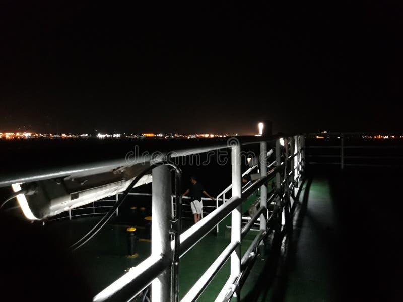 Cette nuit épique sur le bateau photographie stock libre de droits