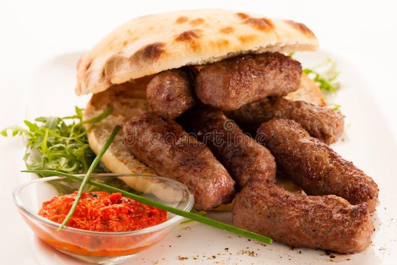 Cevapi, cevapcici,传统巴尔干食物- delicius照片  库存照片