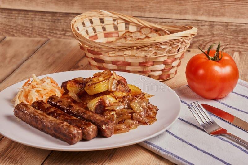 Cevapi, cevapcici, chiche-kebab balkanique de viande hachée photos stock