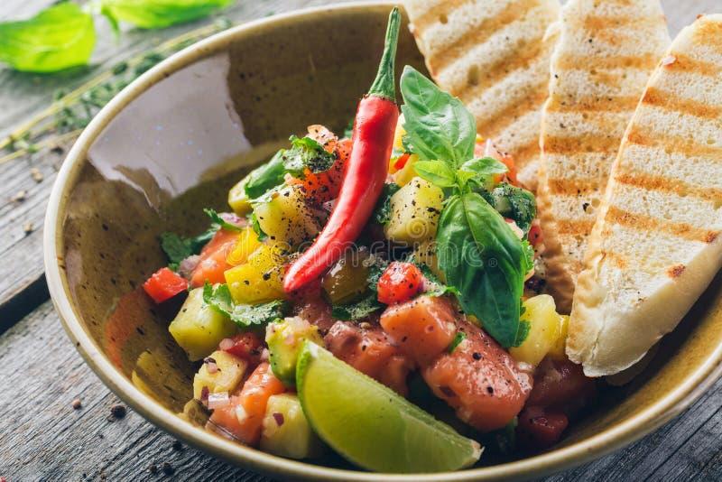 Ceviche avec les saumons et l'ananas images libres de droits